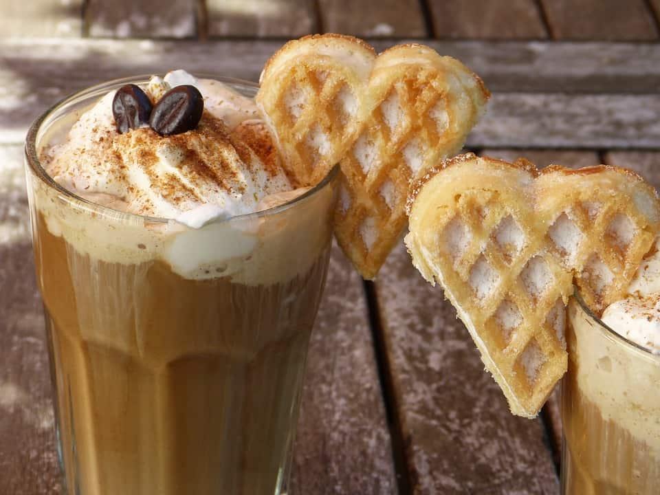 Des cafés frappés gourmands & vegan pour cet été!